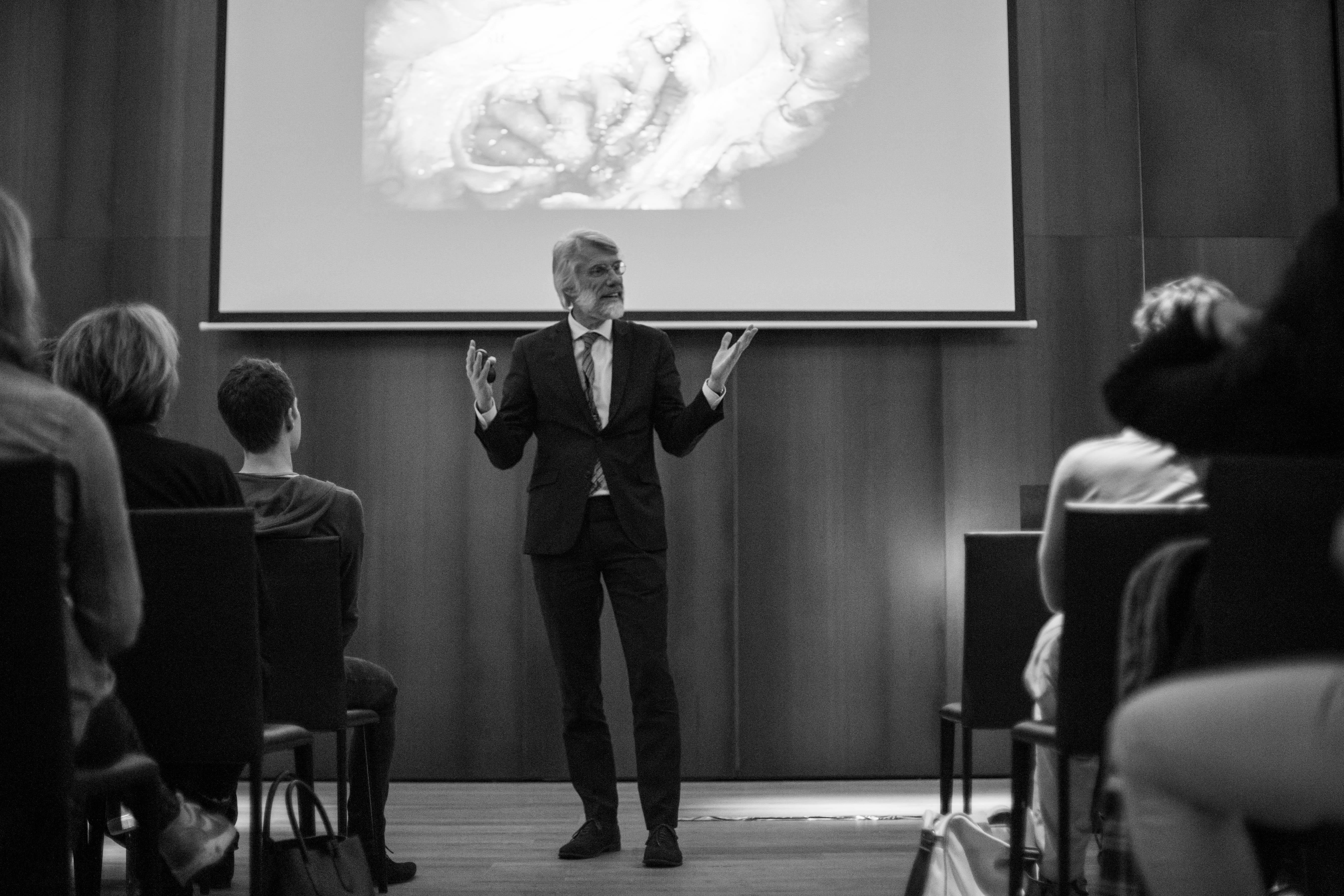 Professor Scherder tijdens de Stadswild-lezing