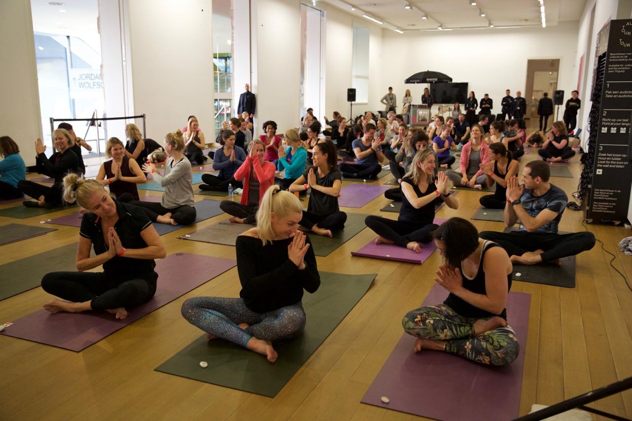 Stadswild yoga stedelijk museum